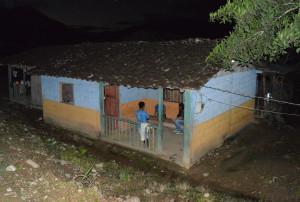 La casa de José Tendetza donde vive su hija Rosa, quien padece de una discapacidad física. Tras el asesinato de su padre quedó desamparada junto a sus dos pequeños.