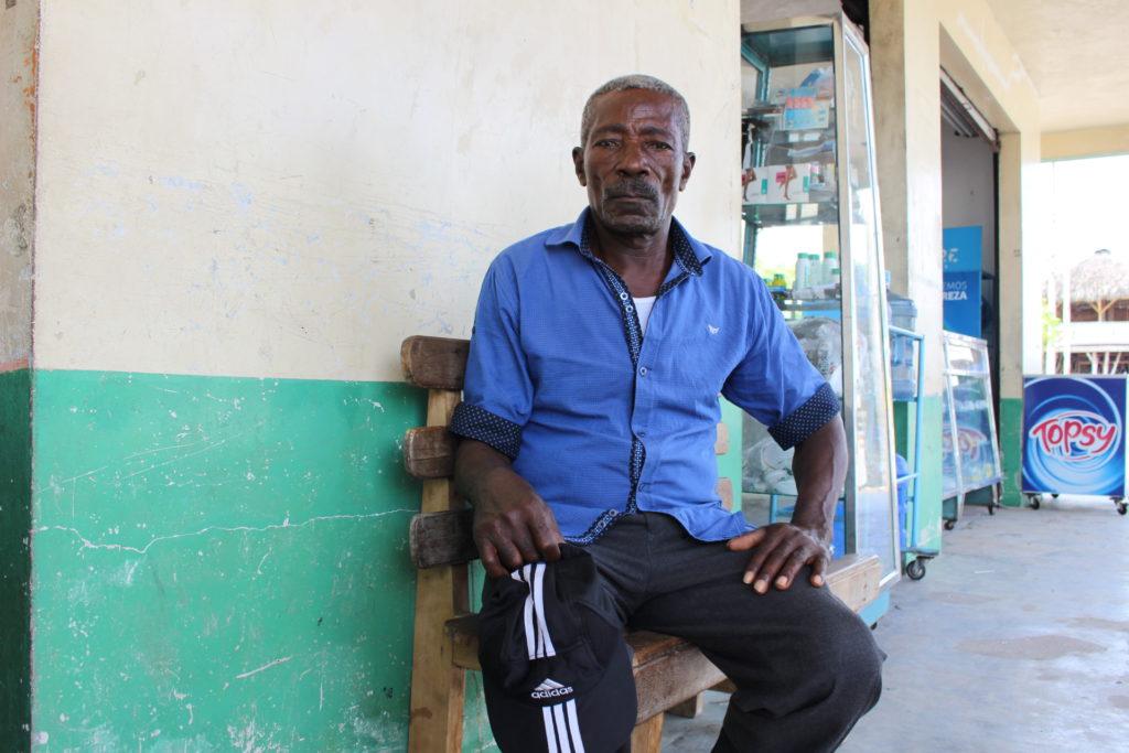 Fabián Caicedo de 69 años es uno de los procuradores del juicio contra Petroecuador. Ha sufrido durante años afectaciones por la contaminación petrolera y dice que seguirá la lucha en cortes internacionales. Foto: Daniela Aguilar